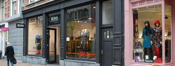 een ruime jas voor nieuwe Hugo Boss vestiging